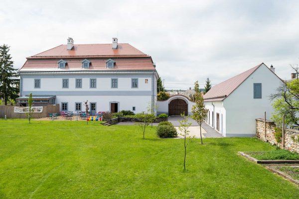 Bagolyvár Fogadó - Zirc - külső ház + park - DSC_7830 k