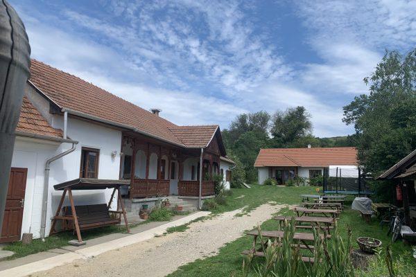 Kosbor Vendégház - Gömörszőlős - ház külső udvarral - IMG_3420