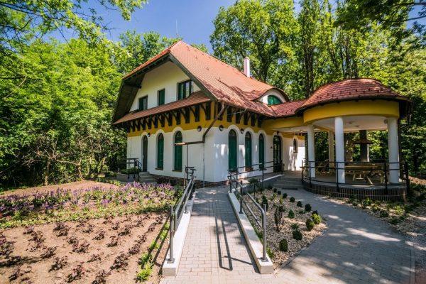 Tiszaigari Arborétum Kulcsos ház
